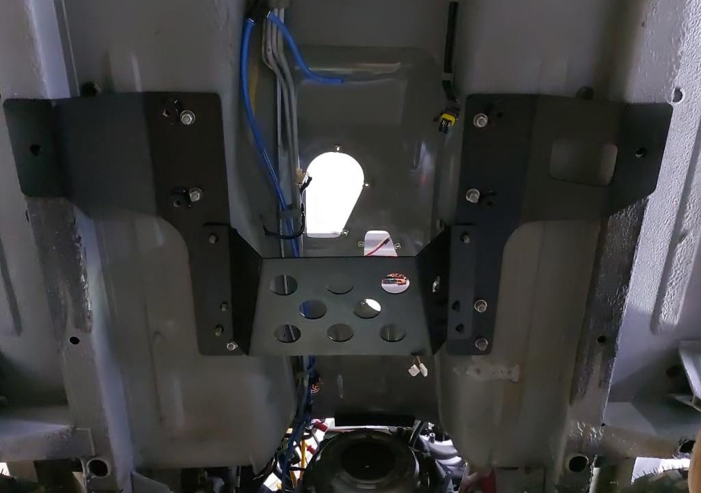 Установка моноблока КПП+РК наНива и Lada Niva Legend (2)